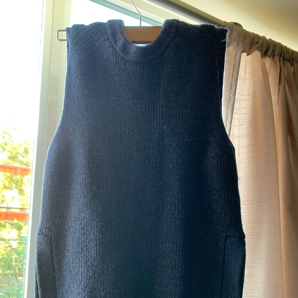 Sleeve less Aritzia sweater